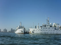Vakt Ships i det karibiska havet i Cartagena Arkivfoto
