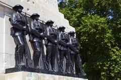 Vakter som är minnes- på hästvakter, ståtar i London Arkivbilder