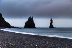 Vaktposter nära Vík í Mýrdal, Island royaltyfri bild