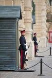 Vaktposter på Grandmasters slott, Valletta Royaltyfria Foton