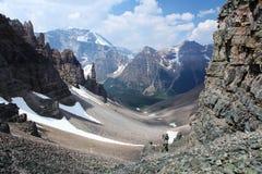 Vaktpostpasserande i de kanadensiska steniga bergen Arkivbilder