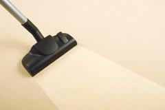 Vakuum som gör ren den nya mattan Royaltyfri Fotografi