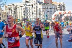 VALÊNCIA, ESPANHA - 2 DE DEZEMBRO: Os corredores competem no XXXVIII Valencia Marathon o 18 de dezembro de 2018 em Valência, Espa imagem de stock royalty free