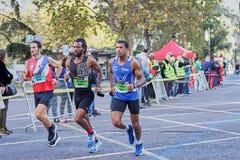 VALÊNCIA, ESPANHA - 2 DE DEZEMBRO: Os corredores competem no XXXVIII Valencia Marathon o 18 de dezembro de 2018 em Valência, Espa imagem de stock