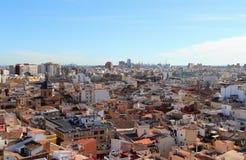 VALÊNCIA, ESPANHA - 27 DE NOVEMBRO DE 2018: Sobre os telhados de Valência, Espanha Vista aérea da cidade no sentido do porto fotografia de stock royalty free