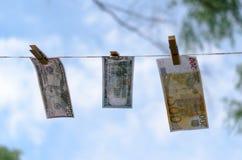 Valörer av dollar och euro på en kabel på pinnor Fotografering för Bildbyråer