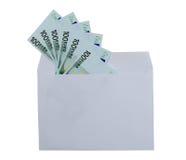 Valörer av 100 euro från kuvertet Arkivfoton