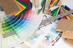 Val av färger och material för hem- renovering Fotografering för Bildbyråer