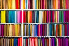 Val av färgrika tyger fotografering för bildbyråer