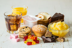 Val av mat som är högt i socker arkivfoto