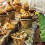 Val av mycket färgrika marockanska tajines (traditionell cassero Fotografering för Bildbyråer