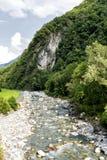 Val Bregaglia mit Mera-Fluss Stockbilder