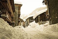 Val d ` Isère多雪的老村庄  免版税库存图片