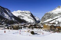 Val d'Isère stad royalty-vrije stock afbeeldingen
