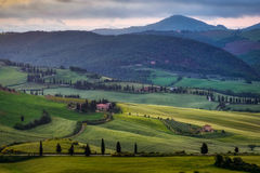 VAL D'ORCIA, TUSCANY/ITALY - 18. MAI: Ansicht von Val-d'Orcia in Tus Stockfotos