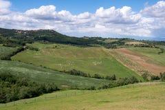 VAL D'ORCIA, TUSCANY/ITALY - 17. MAI: Landschaft von Val-d'Orcia Stockbilder
