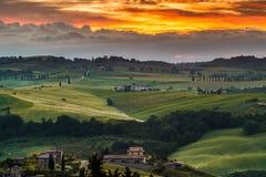 VAL D'ORCIA, TUSCANY/ITALY - MAJ 21: Ziemia uprawna w Val d'Orcia Tu Zdjęcia Stock