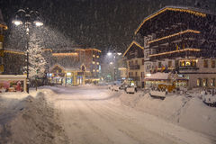 Val di fassa多雪的夜 免版税库存照片