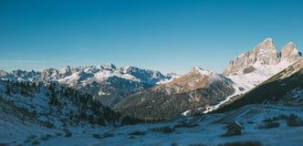Val di Fassa Dolomites landskap, sikt från maximum för Sas Pordoi Arkivfoton