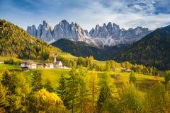 Val di Funes nelle dolomia al tramonto, Tirolo del sud L'Italia Immagini Stock
