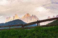 Val di Funes-Tal, Dolomiti-Berge Stockfotografie
