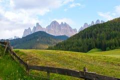 Val di Funes-Tal, Dolomiti-Berge Stockbilder