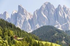 Val di Funes y las dolomías, Italia Foto de archivo
