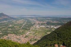 Val di Susa Basa från abbotskloster för St Michael ` s piedmont italy Arkivfoto