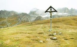 Val Gardena, Christelijk dwars vertegenwoordigend Jesus Christ Stock Foto's