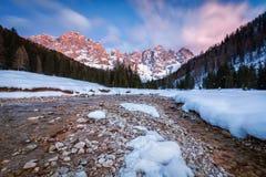 Val Veneggia, montañas de las dolomías, Italia imagenes de archivo