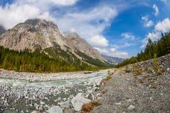 Val Veny, Italia - le montagne ed il fiume II Fotografie Stock Libere da Diritti
