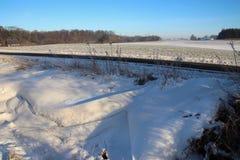 Vala da estrada com neve foto de stock