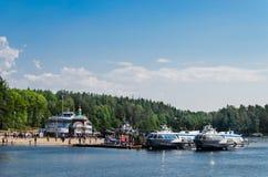 Valaam wyspa, Rosja - 07 07 2018: hydrofoil naczynia przy molem Valaam monaster zdjęcie stock