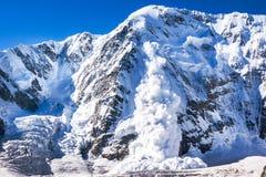 Valanga nel Caucaso fotografie stock libere da diritti