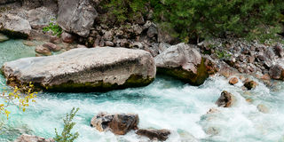 Valbona-Fluss in Albanien Stockbilder