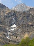 Valbondione, Bergamo, Italia Vista aerea del fuco delle cascate di Serio durante il tempo di molla con il flusso minimo di acqua Immagine Stock Libera da Diritti