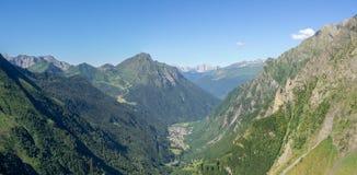 Valbondione est un village de montagne à l'extrémité de la vallée de Seriana dans la région de Bergame, Italie image stock
