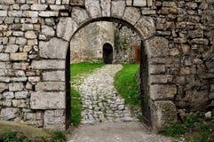 Valcamonica布雷诺城堡入口门 图库摄影