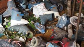 Valcanale, Bergamo, Itália Material desportivo abandonado do serviço e do arrendamento do esqui vídeos de arquivo