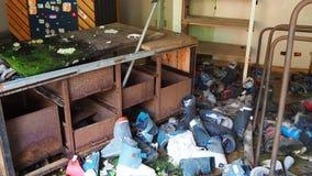 Valcanale, Bergamo, Itália Material desportivo abandonado do serviço e do arrendamento do esqui filme