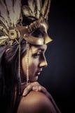Valchiria, concetto dorato della statua. Ritratto di artistico del modello con il gol Fotografie Stock