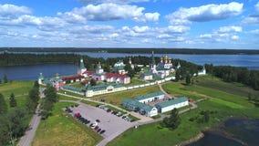 Valday Iversky Bogoroditsky svyatoozersky修道院,晴朗的6月天天线录影 俄国 影视素材