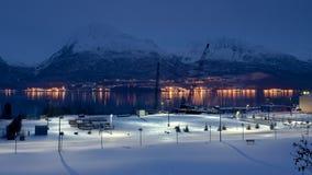 Valdez阿拉斯加晚上视图  免版税库存照片