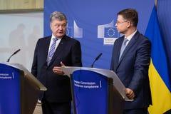 Valdis Dombrovskis en Petro Poroshenko royalty-vrije stock afbeeldingen