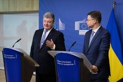Valdis Dombrovskis en Petro Poroshenko stock fotografie