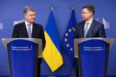 Valdis Dombrovskis en Petro Poroshenko royalty-vrije stock foto