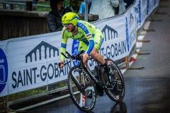 Valdobbiadene Italien Maj 23, 2015; Yrkesmässig cyklist under en etapp av turnera av Italien 2015 arkivbild