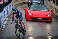 Valdobbiadene Italien Maj 23, 2015; Yrkesmässig cyklist under en etapp av turnera av Italien 2015 Royaltyfria Bilder
