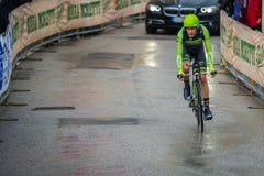 Valdobbiadene, Włochy Maj 23, 2015; Fachowy cyklista podczas sceny wycieczka turysyczna Włochy 2015 Zdjęcie Stock