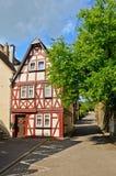 Vale Alemanha de Moselle: A vista à metade histórica suportou a casa na cidade velha de Traben-Trarbach imagens de stock